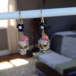 Betsey Johnson Crystal Skull Earrings 💀 🌹